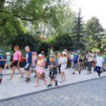 Dzieci w drodze do Warszawskiego Ogrodu Zoologicznego