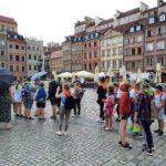 Dzieci na Rynku Starego Miasta w Warszawie